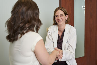 A Moreland OBGYN doctor shaking hands with a new OB patient on her first trimester exam visit